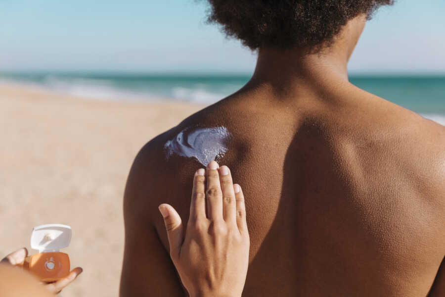 applying mineral sunscreen